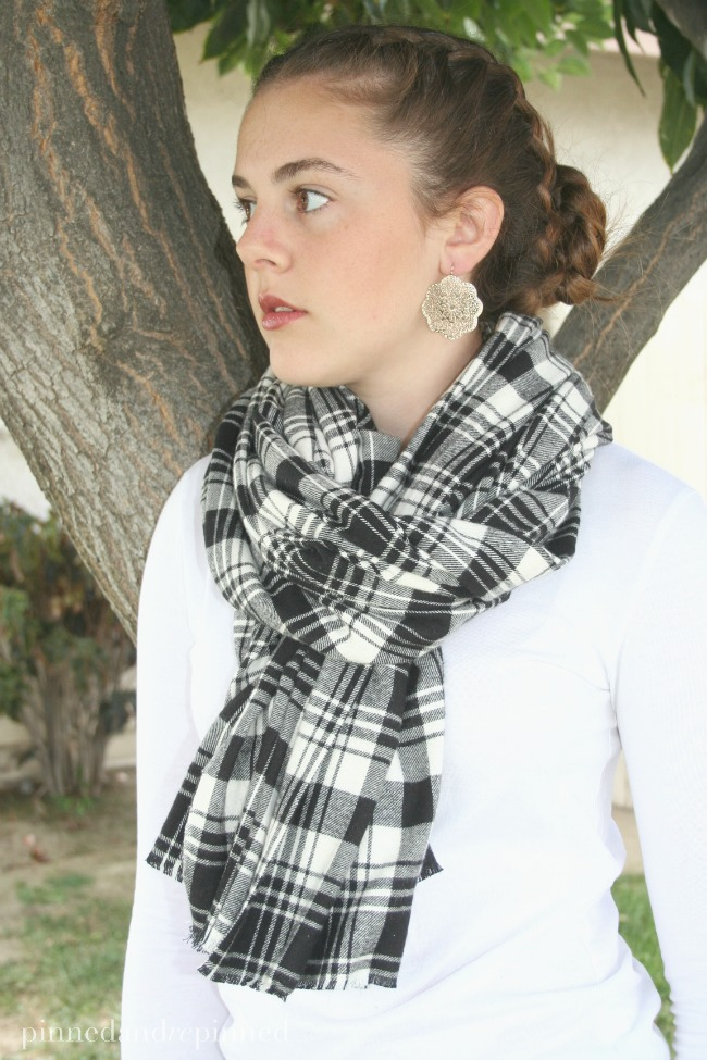 no-sew-scarf-black-plaid